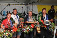SKUTSJESILEN: LEMMER: feesttent, 18-08-2012, IFKS skûtsjesilen, winnaars IFKS 2012, Froukje Osinga-Meijer, Jonge Jasper (C-Klasse), Arend Wisse de Boer, Oude Zeug (B-klasse), Tony Brundel, Lytse Lies (A-Klasse), Arnold Veenema, Hoop op Welvaart (a-Klasse), ©foto Martin de Jong