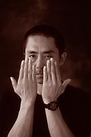 Zhang Yimou, è un regista, sceneggiatore, attore, direttore della fotografia, produttore cinematografico cinese. Considerato uno dei cineasti più importanti della sua generazione. Locarno, 15 agosto 1997. Photo by Leonardo Cendamo/Gettyimages