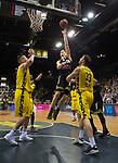 13.04.2019, EWE Arena, Oldenburg, GER, easy Credit-BBL, EWE Baskets Oldenburg vs medi Bayreuth, im Bild<br /> auf zum Korb<br /> Eric MIKA (medi Bayreuth #0 ) Rashid MAHALBASIC (EWE Baskets Oldenburg #24 ) Philipp SCHWETHELM (EWE Baskets Olldenburg #33 )<br /> Foto &copy; nordphoto / Rojahn