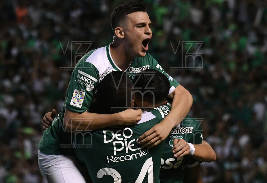 CALI - COLOMBIA - 14 - 06 - 2017: Los jugadores de Deportivo Cali celebran el gol anotado a Atletico Nacional, durante partido de ida de la final entre Deportivo Cali y Atletico Nacional, por la Liga Aguila I-2017, jugado en el estadio Deportivo Cali (Palmaseca) de la ciudad de Cali. /  The players of Deportivo Cali celebrate a scored goal to Atletico Nacional, during a match of the first leg of the finals between Deportivo Cali and Atletico Nacional, for the Liga Aguila I-2017 at the Deportivo Cali (Palmaseca) stadium in Cali city. Photo: VizzorImage  / Luis Ramirez / Staff.