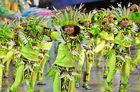 SAO PAULO, SP, 10 FEVEREIRO 2013 - CARNAVAL SP -UNIDOS DO PERUCHE - Integrantes da escola de samba Unidos do Peruche durante desfile  do Grupo de Acesso no Sambódromo do Anhembi na região norte da capital paulista, neste domingo, 10 FOTO: LEVI BIANCO - BRAZIL PHOTO PRESS