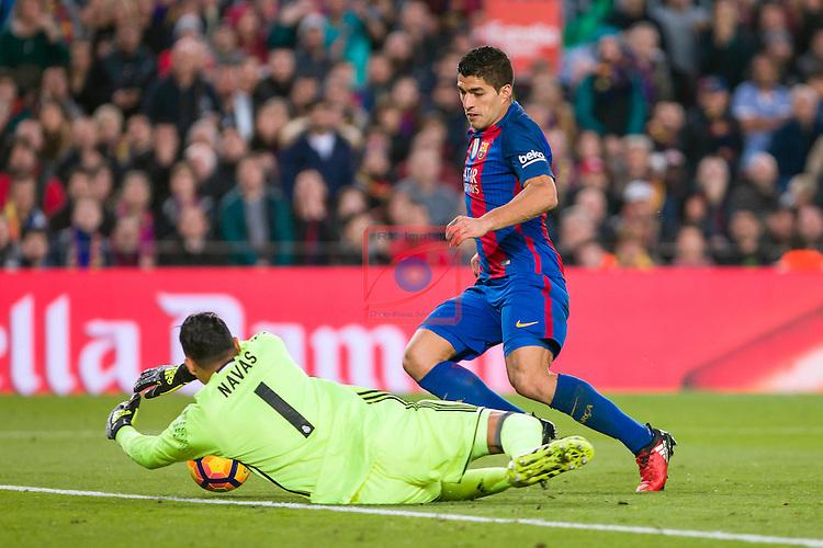 League Santander 2016/2017. Game: 14.<br /> FC Barcelona vs Real Madrid: 1-1.<br /> Keylor Navas vs Luis Suarez.