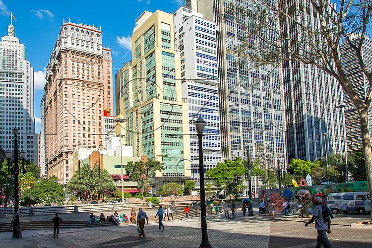 Vale do Anhangabaú e ao fundo Edifício Martinelli e Edifício Altino Arantes, São Paulo - SP, 07/2016.