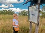 Tablica informacyjna Biebrzańskiego Parku Narodowego w okolicach Kanału Rudzkiego, Polska<br /> Information board of the Biebrza National Park near the Rudzki Canal, Poland