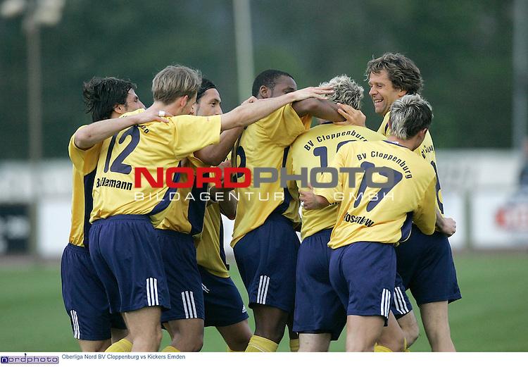 Oberliga Nord  2004/2005  30. Spieltag<br /> <br /> BV Cloppenburg vs BSV Kickers Emden<br /> <br /> 1-0 fŁr Cloppenburg. Schmedes zieht von links ab, Jaschob sieht nicht gut aus und der Ball landet im kurzen Eck - Jubel nach dem Tor durch Lars Schmedes, mit ihm Paul Kosenkow (li) und Marco Dehne sowie die Mannschaftskollegen<br /> <br /> Foto: &copy; nordphoto <br /> <br />  *** Local Caption *** Foto ist honorarpflichtig! zzgl. gesetzl. MwSt.<br />  Belegexemplar erforderlich<br /> Adresse: nordphoto<br /> Georg-Reinke-Strasse 1<br /> 49377 Vechta