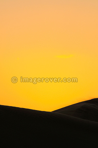 Africa, Tunisia, nr. Ksar Rhilane. Sandstorm at sunset in the sand dunes to the west of Ksar Ghilane on the eastern edge of the Grand Erg Oriental.