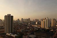 SAO PAULO, SP, 05 DEZEMBRO 2012 -  CLIMA TEMPO CAPITAL PAULISTA -  A manha dessa quarta-feira (5) começou sem nuvens e com temperatura em rápida elevação.  FOTO: LUIZ GUARNIERI / BRAZIL PHOTO PRESS).