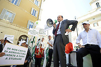 Roma, 28 Luglio.Piazza Monte Citorio.Confagricoltura protesta contro le quote latte e la manovra finanziaria.Pierluigi Bersani segretario del Partito Democratico interviene al presidio con il segretario di confagricoltura Federico Vecchioni.Confagricoltura protest against milk quotas and the financial maneuver.Pierluigi Bersani Secretary of the Democratic Party  the Secretary of Confagricoltura Federico Vecchioni