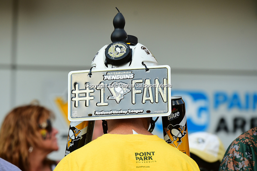 May 29, 2017: A Pittsburgh Penguins fan wears a decorated helmet at game one of the National Hockey League Stanley Cup Finals between the Nashville Predators  and the Pittsburgh Penguins, held at PPG Paints Arena, in Pittsburgh, PA. Pittsburgh defeats Nashville 5-3 in regulation time.  Eric Canha/CSM
