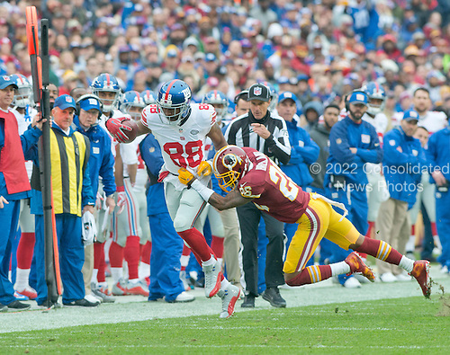 New York Giants wide receiver Hakeem Nicks (88) is run out of bounds by Washington Redskins cornerback Bashaud Breeland (26) in the first quarter at FedEx Field in Landover, Maryland on Sunday, November 29, 2015.<br /> Credit: Ron Sachs / CNP<br /> (RESTRICTION: NO New York or New Jersey Newspapers or newspapers within a 75 mile radius of New York City)