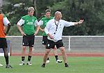 FBL 09/10 Traininglager  Werder Bremen Norderney 2007 Day 01<br /> Abendtraining <br /> <br /> Thomas Schaaf ( Bremen GER - Trainer  COACH) und Peter Niemeyer ( Bremen GER #25 ) und Sebastian Pr&ouml;dl ( Werder Bremen AUT #15)<br /> <br /> <br /> Foto &copy; nph (nordphoto)