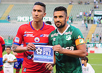 CALI -COLOMBIA-25-09-2016. Ricardo Villarraga capitán del Pasto y Andres Perez capitan del Cali posan para una foto previo al encuentro entre Deportivo Cali y Deportivo Pasto por la fecha 14 de la Liga Águila II 2016 jugado en el estadio Palmaseca de Cali./ Ricardo Villarraga captain of Pasto and Andres Perez captain of Cali pose to a photo prior the match between Deportivo Cali and Deportivo Pasto for the date 14 of the Aguila League II 2016 played at Palmaseca stadium in Cali. Photo: VizzorImage/ NR / Cont
