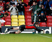 Photo: Richard Lane/Richard Lane Photography. Saracens v Biarritz. Heineken Cup. 15/01/2012. Saracens' Ben Spencer dives in for a try.
