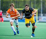 BLOEMENDAAL -  Arjen Lodewijks (Den Bosch) met links Jorrit Croon (Bldaal) tijdens de hoofdklasse competitiewedstrijd hockey heren,  Bloemendaal-Den Bosch  COPYRIGHT KOEN SUYK