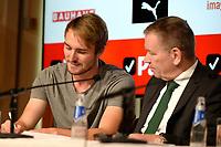 GRONINGEN - Voetbal, Presentatie Jannik Pohl, FC Groningen seizoen 2018--2019, 29-08-2018, tekenen contract met Hans Nijland