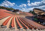 Mrągowo 2019-08-13. Amfiteatr nad jeziorem Czos, oddany do użytkowania 2012 r. Położony w Mrągowie, nad jeziorem Czos, przy ul. Jaszczurcza Góra 10
