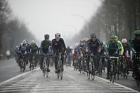 Dwars Door Vlaanderen 2013.peloton up the Nieuwe Kwaremont, former 2012 winner Nikki Terpstra (NLD) sticking out
