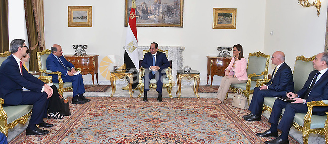 Egyptian President Abdel Fattah al-Sisi meets with European Bank for Reconstruction and Development (EBRD) President Suma Chakrabarti, in Cairo, Egypt, on May 31, 2016. Photo by Egyptian President Office