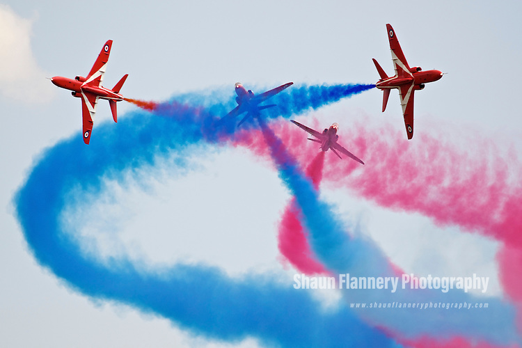 Pix: Shaun Flannery/shaunflanneryphotography.com...COPYRIGHT PICTURE>>SHAUN FLANNERY>01302-570814>>07778315553>>..2nd July 2011....................RAF Waddington International Airshow..The Red Arrows Aerobatic team.