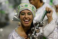 SAO PAULO, SP, 24 DE FEVEREIRO 2012 - CARNAVAL SP DESFILE CAMPEAS - MANCHA VERDE - Integrante da escola de samba Mncha Verde durante desfile das campeãs  do Carnaval 2012 de São Paulo, no Sambódromo do Anhembi, na zona norte da cidade, (FOTO: ALE VIANNA - BRAZIL PHOTO PRESS)