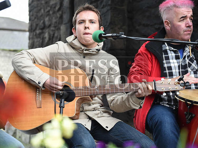 Daryl kelly singing at the Music at the Gate. Photo:Colin Bell/pressphotos.ie