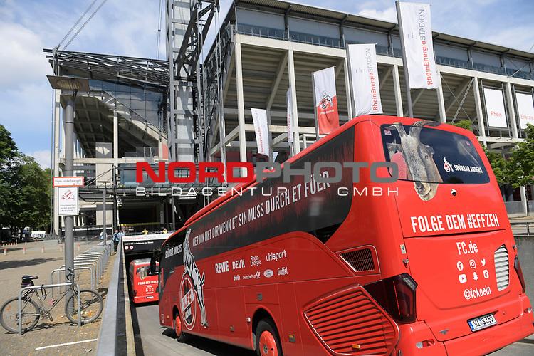 nph00351:  Ankunft der Koelner Mannschaftsbusse.<br /> Sport: Fussball: 1. Bundesliga: Saison 19/20: 26.Spieltag: 1.FC KOELN-FSV MAINZ 05,17.05.2020.<br />  <br /> Nur für journalistische Zwecke! Only for editorial use!<br /> Gemäß den Vorgaben der DFL Deutsche Fußball Liga ist es untersagt, in dem Stadion und/oder vom Spiel angefertigte Fotoaufnahmen in Form von Sequenzbildern und/oder videoähnlichen Fotostrecken zu verwerten bzw. verwerten zu lassen. DFL regulations prohibit any use of photographs as image sequences and/or quasi-video.<br /> <br /> <br />  <br /> Foto: Anke Waelischmiller/SVEN SIMON/POOL/via Meuter/nordphoto