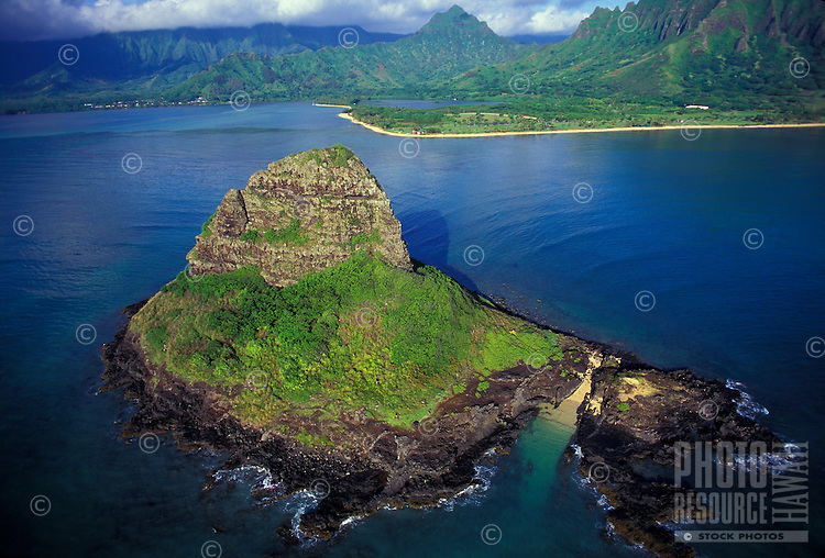 Aerial view of Chinamanís Hat (Mokolii Island), with Kualoa Beach Park in the background, Windward Oahu