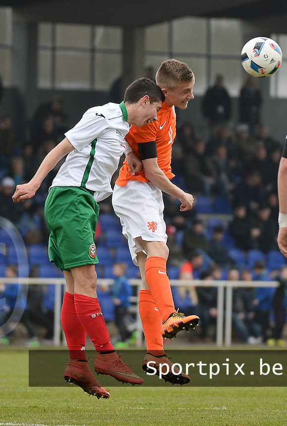 20160324 - Buderich , GERMANY : Dutch Dylan Vente (R) and Bulgarian Aleksandar Bastunov (L) pictured during the soccer match between the under 17 teams of The Netherlands and Bulgaria , on the first matchday in group 4 of the UEFA Under17 Elite rounds in Buderich , Germany. Thursday 24th March 2016 . PHOTO DAVID CATRY