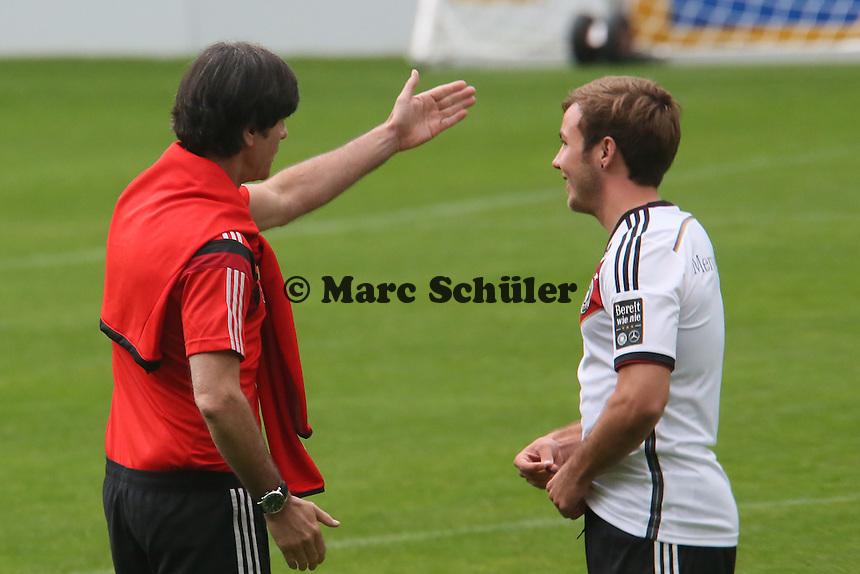 Bundestrainer Joachim Löw mit Mario Götze - Trainingslager der Deutschen Nationalmannschaft zur WM-Vorbereitung in St. Martin