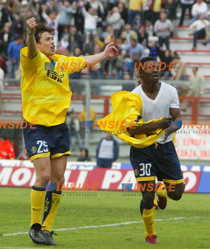 Perugia 11/4/2004 Campionato Italiano Serie A <br /> 29a Giornata - Matchday 29 <br /> Perugia Inter 2-3 <br /> Obafeme Martins e Matias Almeyda festeggiano il gol del 3-2 per l'Inter segnato da Martins.<br /> Obafeme Martins and Matias Almeyda celebrate gol of 2-3 for Inter scored by Martins two minutes before the end of the match.<br /> <br /> Foto Andrea Staccioli Insidefoto