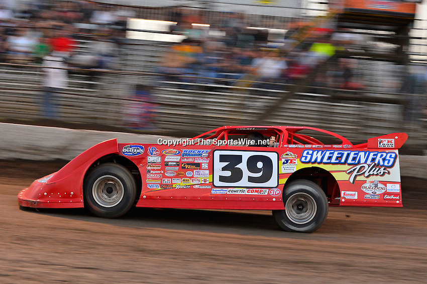 Feb 20, 2014; 6:14:03 PM;  Barberville, FL, USA;  World of Outlaws Late Model Series for 43rd Annual DIRTcar Nationals presented by Summit Racing Equipment at Volusia Speedway Park.  Mandatory Credit: (thesportswire.net)