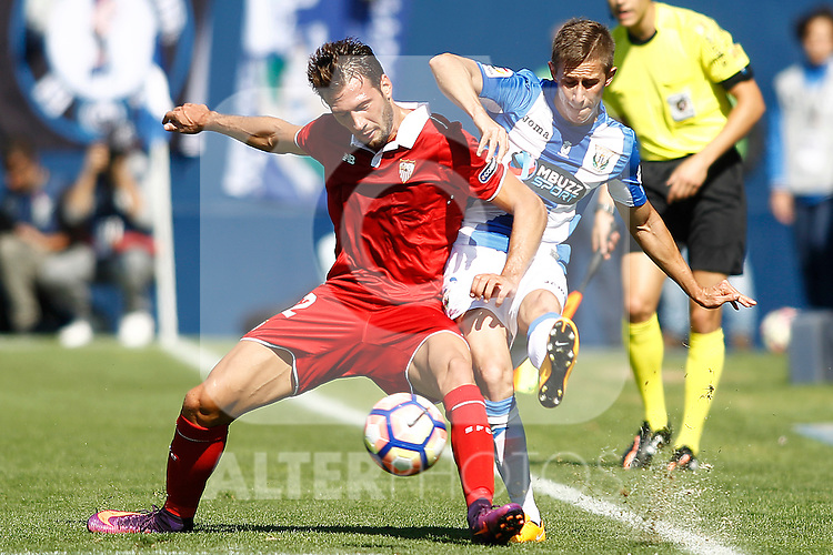 CD Leganes' Alexander Szymanowski (r) and Sevilla FC's Franco Vazquez during La Liga match. October 15,2016. (ALTERPHOTOS/Acero)