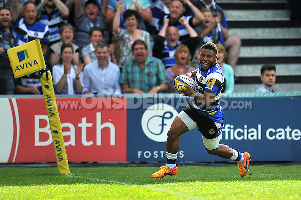 Kyle Eastmond of Bath Rugby runs in a try. Aviva Premiership semi-final, between Bath Rugby and Leicester Tigers on May 23, 2015 at the Recreation Ground in Bath, England. Photo by: Patrick Khachfe / Onside Images
