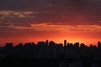 SAO PAULO,SP. CLIMATEMPO-SP Por do sol visto do bairro do Jabaquara, em 29 de Junho de 2012. No Dia de São pedro, ele colaborou e não choveu. FOTO: MILENE CARDOSO - BRAZIL PHOTO PRESS