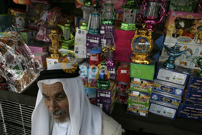 Palestinians shop for food ahead of the Muslim holy fasting month of Ramadan at at market Rafah, southern Gaza Strip on July 30, 2011. Photo by Abed Rahim Khatib