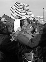 abbattimento vela di scampia<br /> NELLA FOTO L'OPERAIO FERITOScampia abbatimeno vele del  dicembre 1997 gennaio 1998