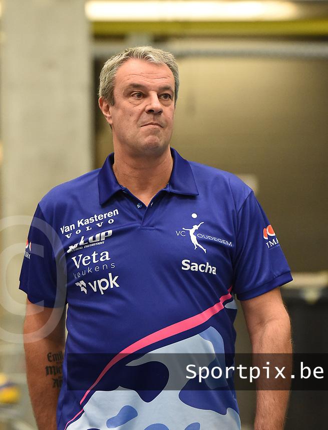 Dames VC OUDEGEM :<br /> coach Sacha koulbergh<br /> <br /> Foto VDB / Bart Vandenbroucke