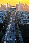 Avenida Champs Élysées e Arco do Triumfo, Paris, França. 2016. Foto de Juca Martins.