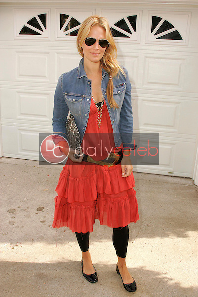 """Molly Sims<br />at the W Hollywood Yard Sale Presented by Guess benefitting """"Clothes Off Our Back"""". Private Residence, Brentwood, CA. 09-17-05<br />Dave Edwards/DailyCeleb.Com 818-249-4998"""