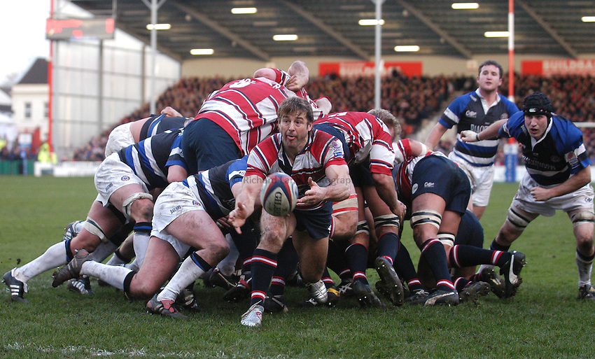 Photo:Alan Crowhurst. Gloucester v Bath, Zurich Premiership, 19/02/2005. .Andy Gomarsall of Gloucester.