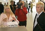 24.05.2012, Berlin - Thema Hochteit Anna Maria Lagerbloom heiratet Rabber Bushido in Berlin - Archiv aus:  Personenfeature<br /> Pekka Lagerbloom und Freundin Anna Maria - schwester von sarah Conners am 13.09.2004 auf dem Bremer Flughafen<br /> <br /> <br /> Foto © nph / Kokenge *** Local Caption ***