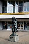 Pomnik Milesa Davisa przed Kieleckim Centrum Kultury, Kielce<br /> Monument to Mles Davis, Kielce