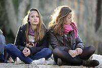 """Roma, 8 Marzo 2011.Piazza Vittorio.Manifestazione """"se non ora quando?""""per la dignità delle donne.ragazze con simbolo delle donne"""