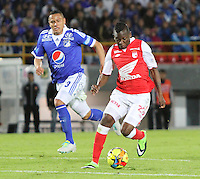 BOGOTA -COLOMBIA- 15 -09-2013. Jefferson Cuero ( Der) del Independiente Santa Fe disputa el balón conra Anderson Zapata (Izq) de Los Millonarios , acción de juego correspondiente al partido  de Los  Millonarios contra el  Independiente  Santa Fe , partido de la la novena fecha de La Liga Postobon segundo semestre jugado en el estadio Nemesio Camacho El Campin / Jefferson Leather (Der) of the Independent Santa Fe there disputes the ball conra Anderson Zapata (Left) of The Millionaires, action of game corresponding to the party of The Millionaires against the Independent Santa Fe, party corresponding to the ninth date of The League Postobon the second semester played in the stadium Nemesio Camacho The Campin .Photo: VizzorImage / Felipe Caicedo / Staff