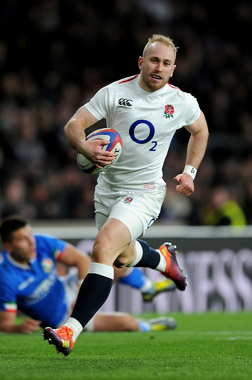 Dan Robson of England runs in a try during the Guinness Six Nations match between England and Italy at Twickenham Stadium on Saturday 9th March 2019 (Photo by Rob Munro/Stewart Communications)