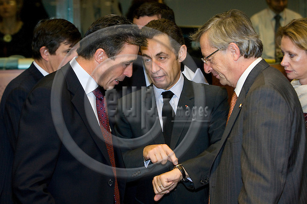 BRUSSELS - BELGIUM - 16 OCTOBER 2008 -- European Council, EU-summit under French Presidency; From left the Danish Prime Minister Anders Fogh RASMUSSEN looking at the watch belonging to Nicolas SARKOZY, the French Precident and  Prime Minister Jean-Claude JUNCKER from Luxembourg.  Photo: Erik Luntang/EUP-IMAGES.