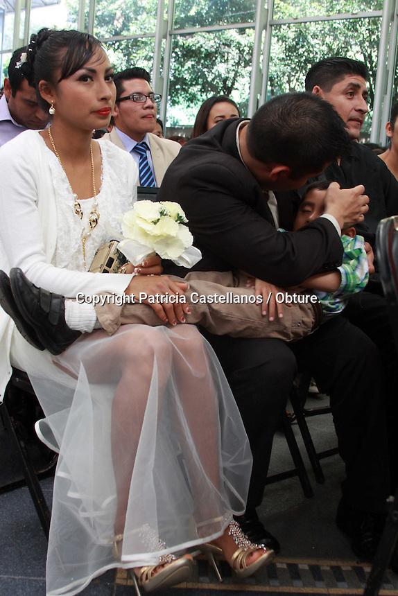 Oaxaca de Ju&aacute;rez, Oax. 24/02/2016.- Como parte del programa del Registro Civil en coordinaci&oacute;n con el DIF municipal denominado &ldquo;Febrero; mes del amor y el matrimonio&rdquo;, 580 parejas de distintas edades contrajeron nupcias en la capital de Oaxaca.<br /> <br />  <br /> <br /> Dicha &ldquo;Boda Colectiva&rdquo; se realiz&oacute; en un ambiente de armon&iacute;a, con el objetivo de fortalecer a la familia y as&iacute; darle certeza jur&iacute;dica a los matrimonios.