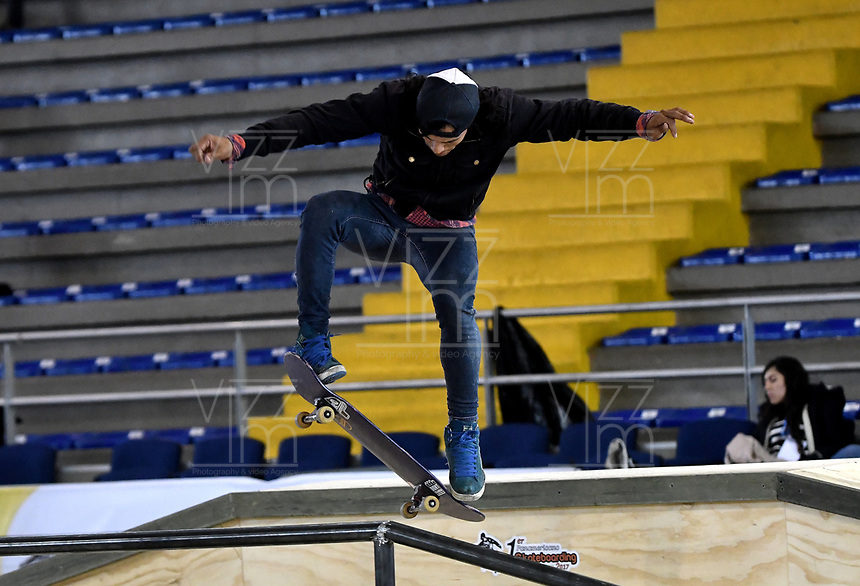 BOGOTA - COLOMBIA - 12 - 08 - 2017: Billy Colmenares, Skater de Venezuela, durante competencia en el Primer Campeonato Panamericano de Skateboarding, que se realiza en el Palacio de los Deportes en la Ciudad de Bogota. / Billy Colmenares, Skater from Venezuela, during a competitions in the First Pan American Championship of Skateboarding, that takes place in the Palace of Sports in the City of Bogota. Photo: VizzorImage / Luis Ramirez / Staff.