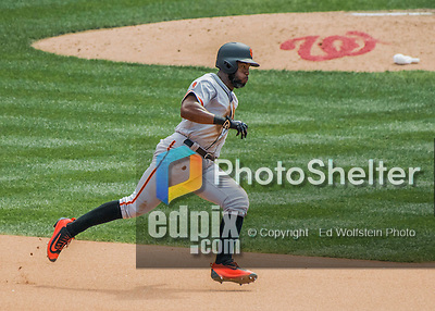 7 August 2016: San Francisco Giants center fielder Denard Span in action against the Washington Nationals at Nationals Park in Washington, DC. The Nationals shut out the Giants 1-0 to take the rubber match of their 3-game series. Mandatory Credit: Ed Wolfstein Photo *** RAW (NEF) Image File Available ***
