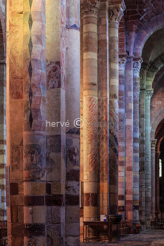 France, Haute-Loire (43), Brioude, la Basilique Saint-Julien de Brioude, piliers de la nef // France, Haute Loire, Brioude, Basilica of Saint Julien, pillars of the nave